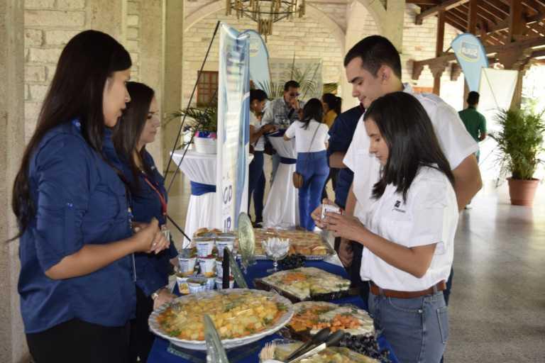 Estudiantes de Zamorano asumen nuevo reto gracias a convenio de LACTHOSA