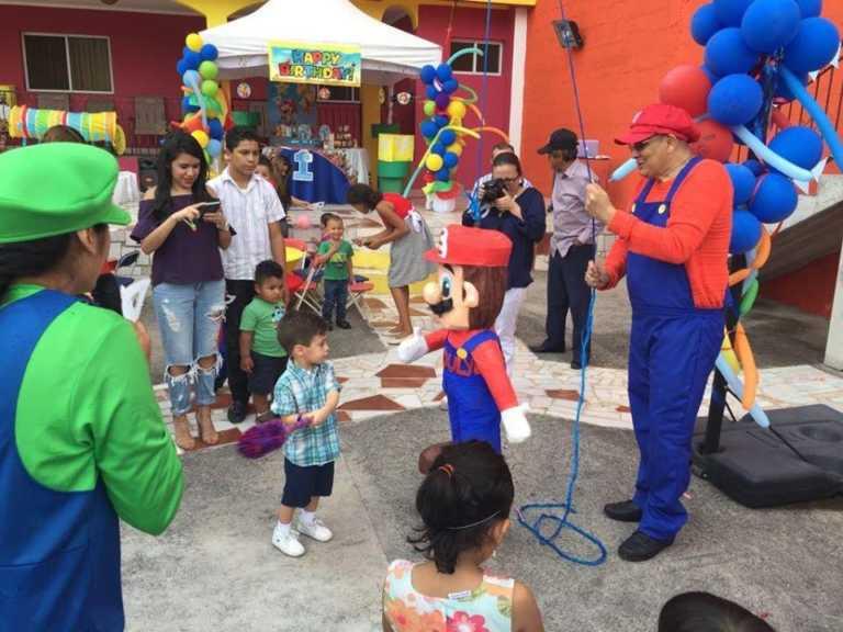 Diputado hondureño se disfraza en cumpleaños de su hijo