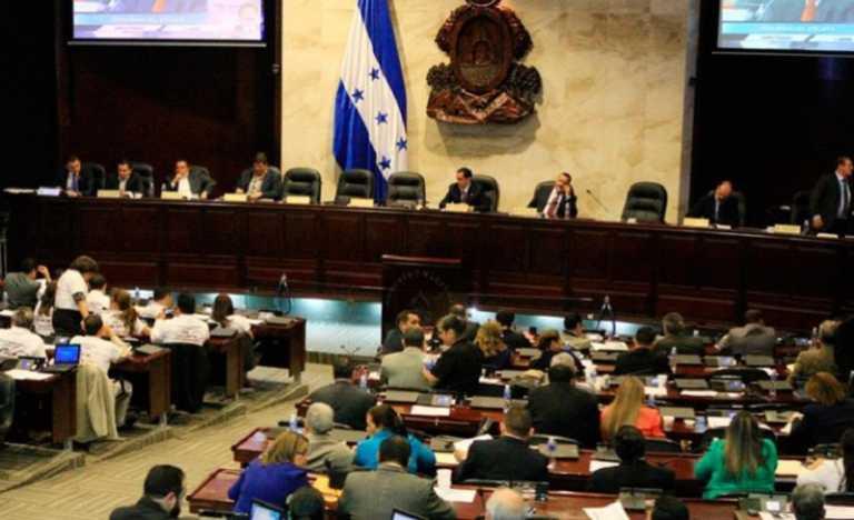 Congreso Nacional entregó premios a periodistas sin quitar Ley Mordaza