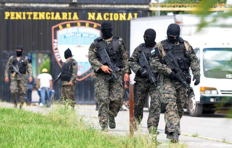 Por los portones principales salieron los 22 reos fugados de cárcel de Támara