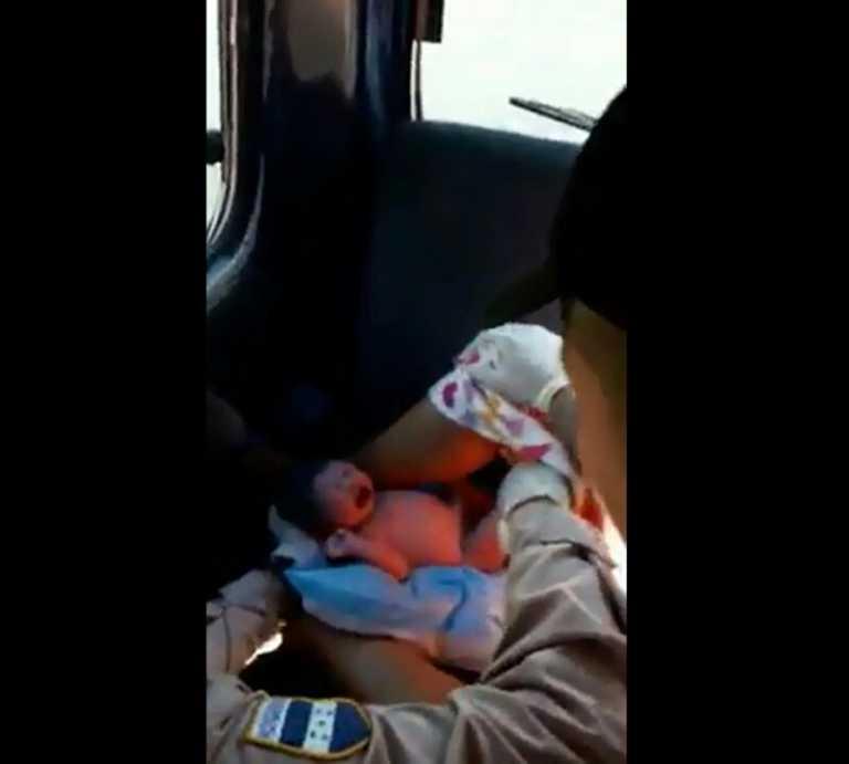 VIDEO | Mujer da a luz en el interior de un Rapidito en Comayagua