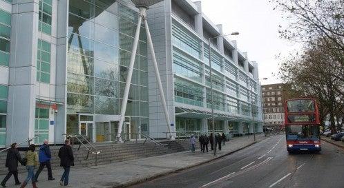 Ataques informáticos a gran escala en hospitales de Inglaterra; también en España