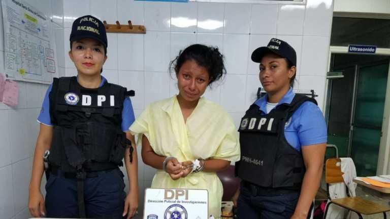 La historia detrás de la foto de la hondureña que fue detenida por abortar