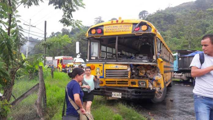 colisión entre autobús y camión