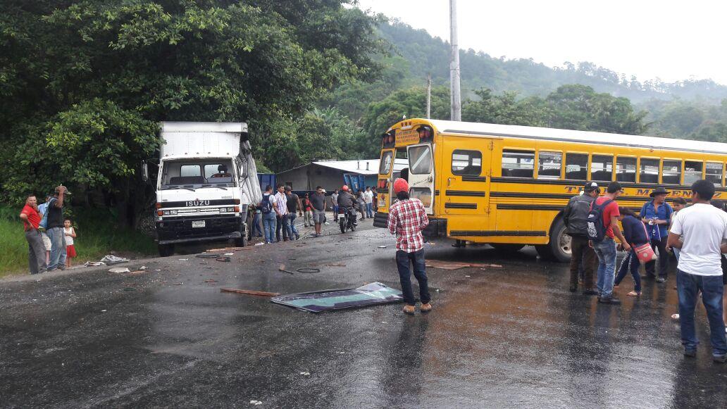 Ambos conductores resultaron heridos en el choque.