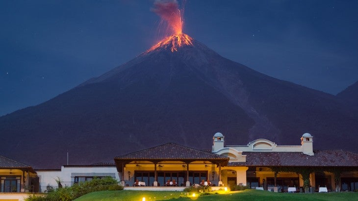 Guatemala: 300 evacuados por erupción del Volcán de Fuego
