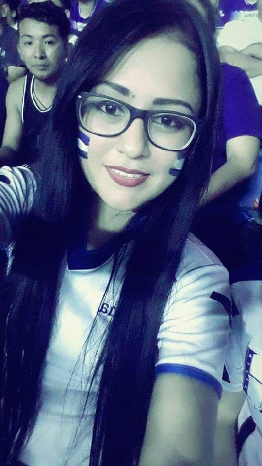 Una segunda imagen de Yareni Hernández, asesinada por su propio marido en Tela