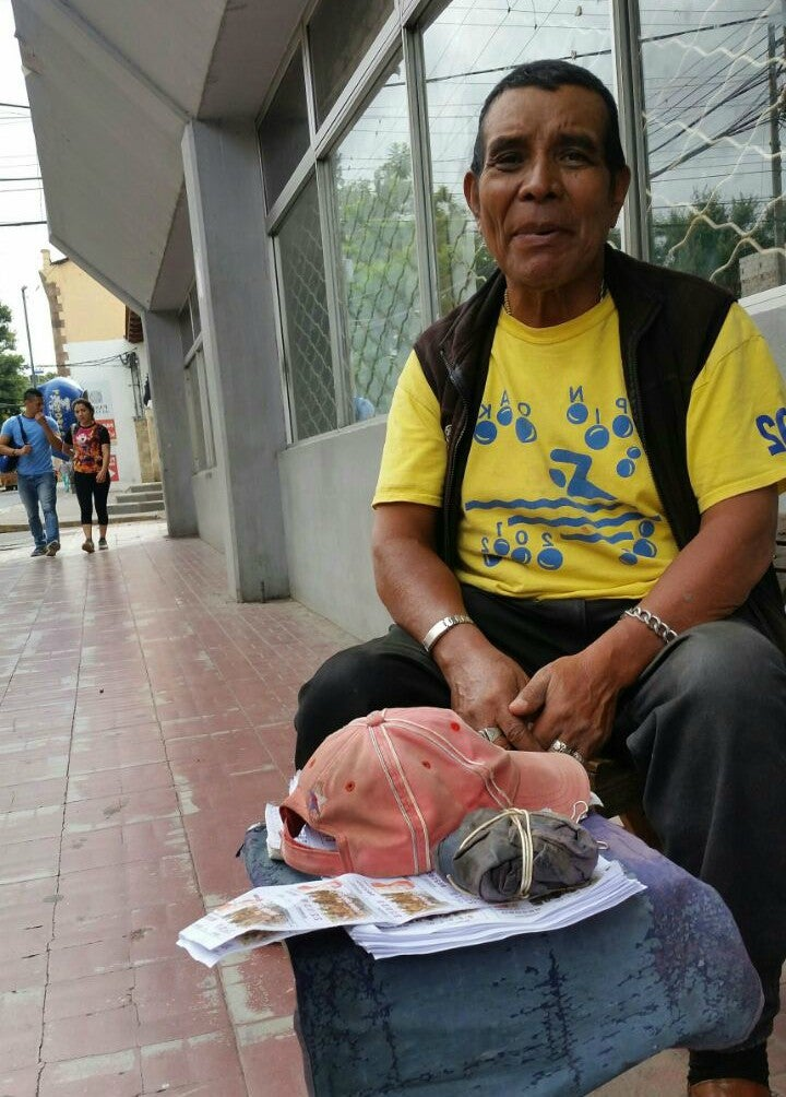 Honduras: Don Francisco sobrevive con L. 20 diarios vendiendo «chica»