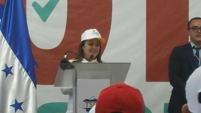"""Marlene Alvarenga presenta planillas al TSE y dice que """"el PAC está vivo"""""""