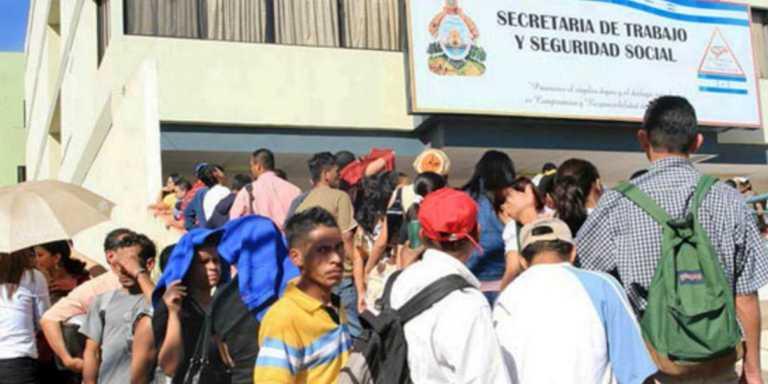 """Casi dos millones de hondureños no poseen un empleo """"digno"""""""