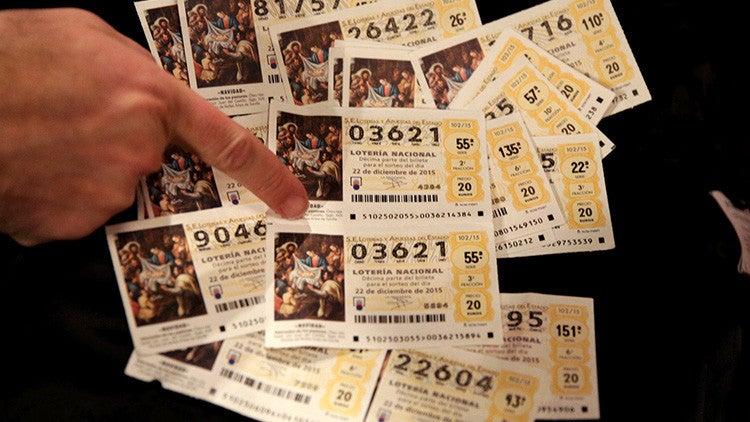 Mujer tiene que devolver 360.000 dólares que cobró de la Lotería de Navidad de 2014