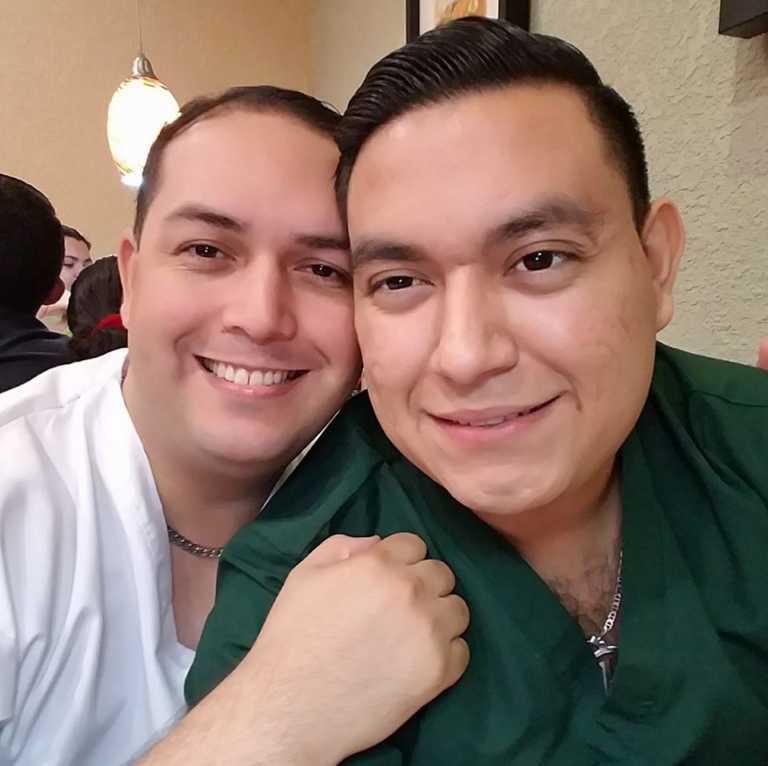 Con anillo valorado en L.14 mil, boda de doctor y maestro será en México