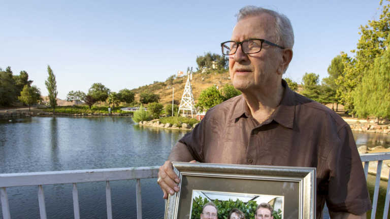 Error forense hace que familia en California entierre a un 'pariente' equivocado