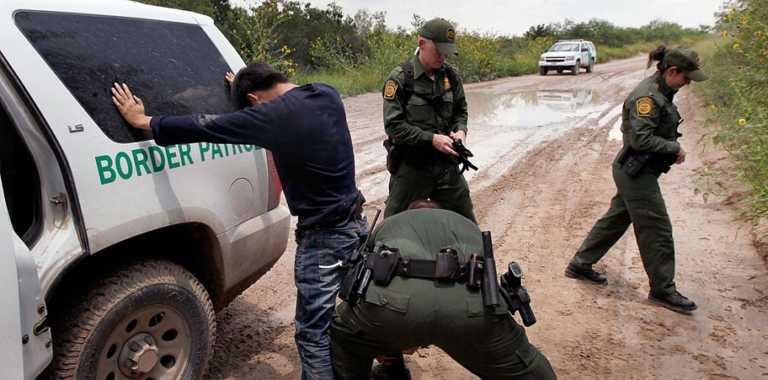 Crean cumbia para ayudar a indocumentados a conocer sus derechos