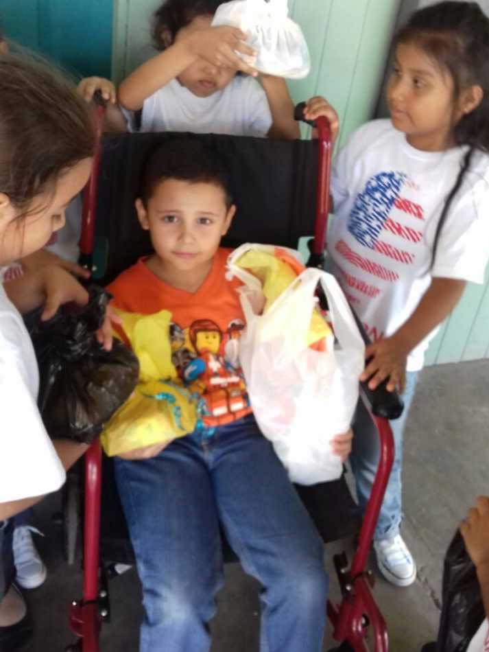 Tras muerte de sus padres en accidente, Angelito es bien recibido en escuela
