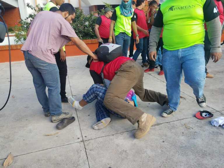 Imágenes del zafarrancho entre estudiantes y nueva empresa de seguridad de UNAH