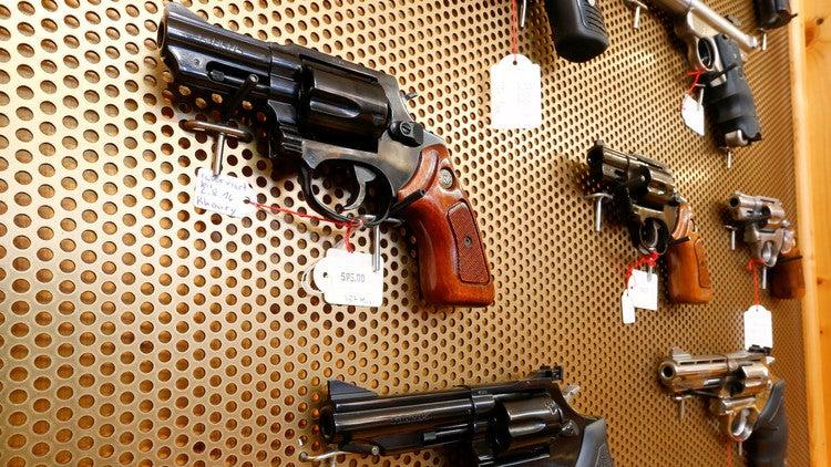 El país que está a punto de permitir el uso de armas personales contra terroristas