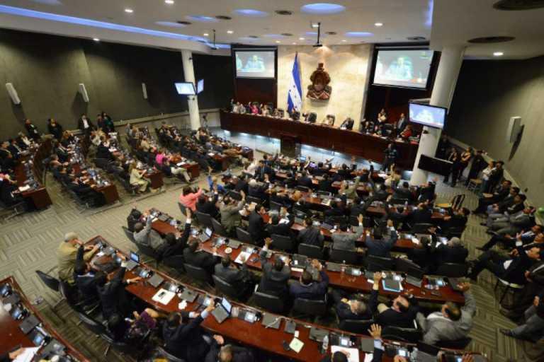 Diputados hondureños después de sus vacaciones a sesionar a Gracias, Lempira