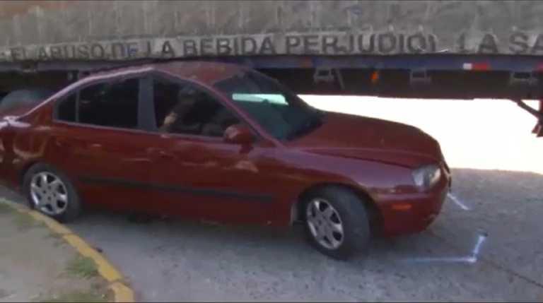VÍDEO: Conductor de turismo se salva de ser aplastado por rastra en SPS