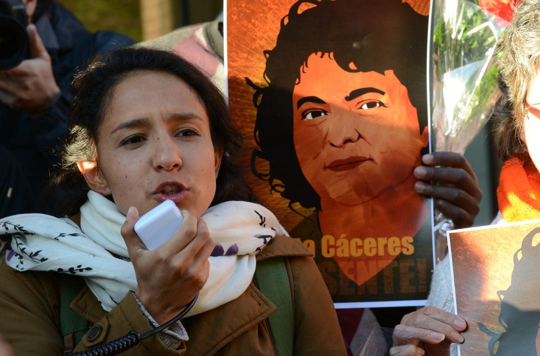 Como su madre, Bertha Zúñiga también es defensora de los indígenas.