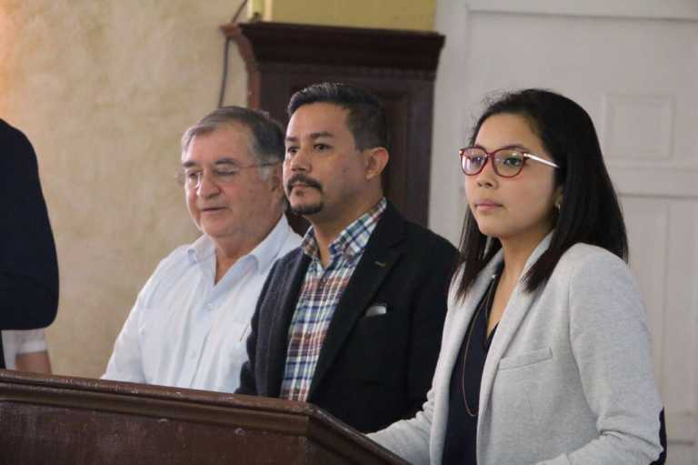 Comisionados de la Ley de Política Limpia capacitan a diputados y alcaldes