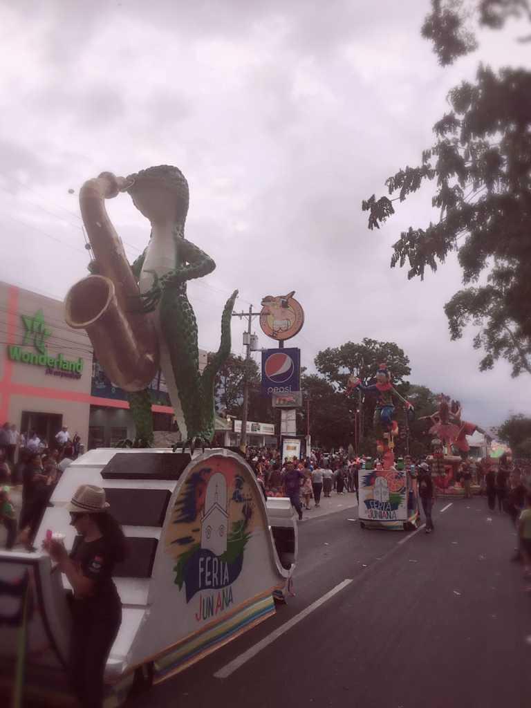 Sampedranos despiden Feria Juniana 2017 con desfile de carrozas