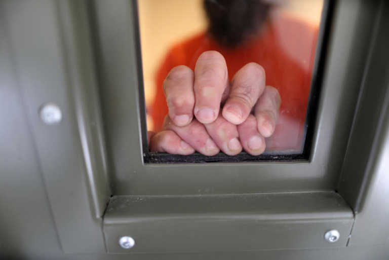 Inmigrantes presos en la cárcel de ICE en California reanudan huelga de hambre