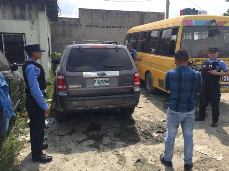 Encuentran camionetas con reporte de robo en punto de buses de la Ruta 2