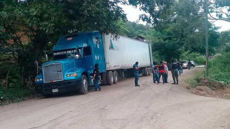 Encuentran furgón abandonado de ex oficial Barralaga