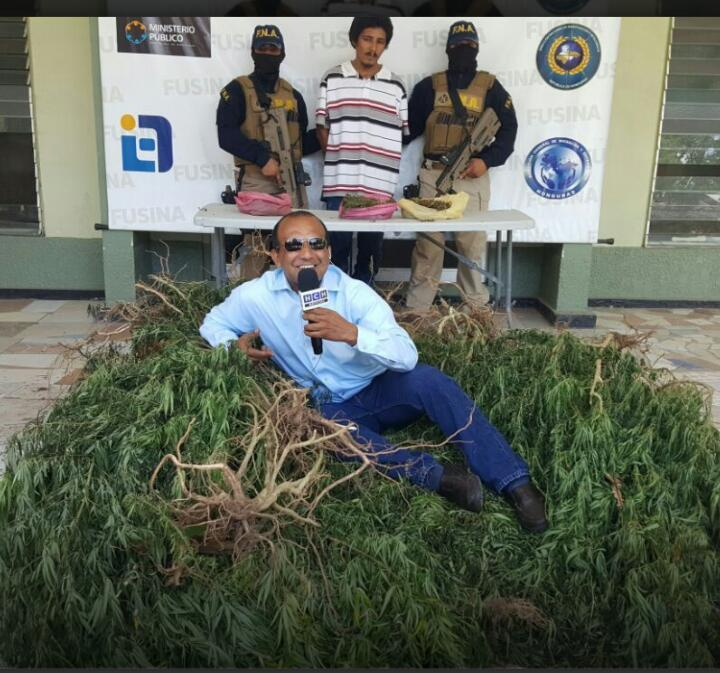 "Neto Rojas se ""relaja"" en vivo sobre bulto de marihuana decomisada"