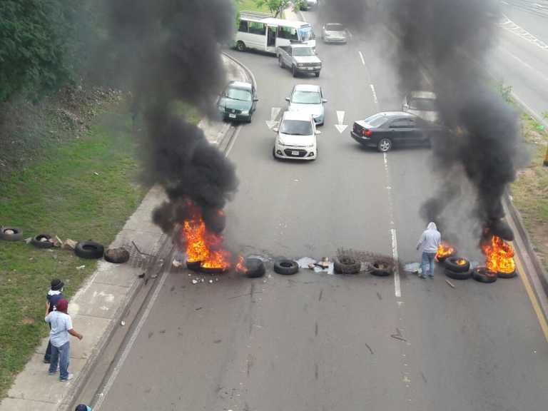 Sigue la crisis: Policía vuelve a desalojar a estudiantes de la UNAH