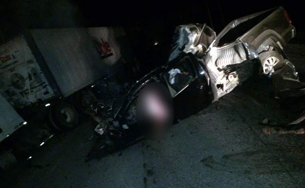 Joel Fúnez estrelló su carro contra una rastra estacionada