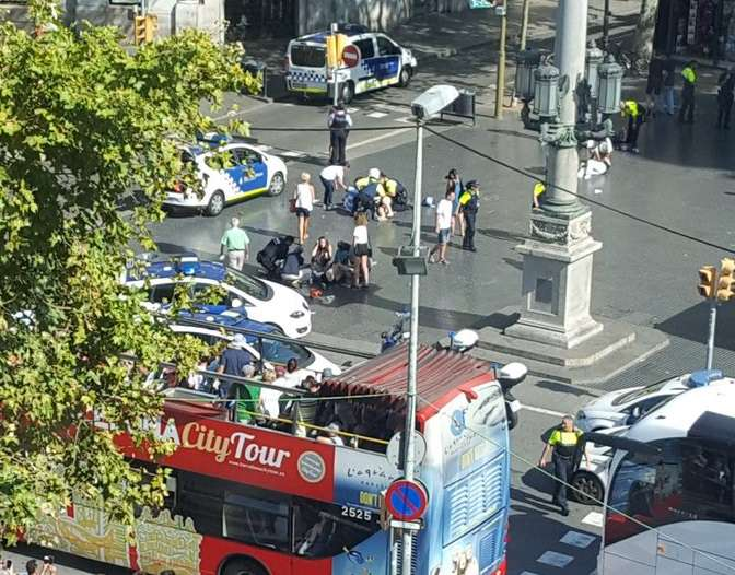 Más de 10 muertos y 20 heridos en el atropello  en las Ramblas de Barcelona