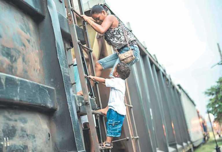 México: Amontonados y en estado de deshidratación rescatan a 119 hondureños