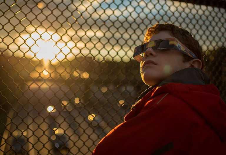 Miró 20 segundos un eclipse solar en 1963 y quedó parcialmente ciego