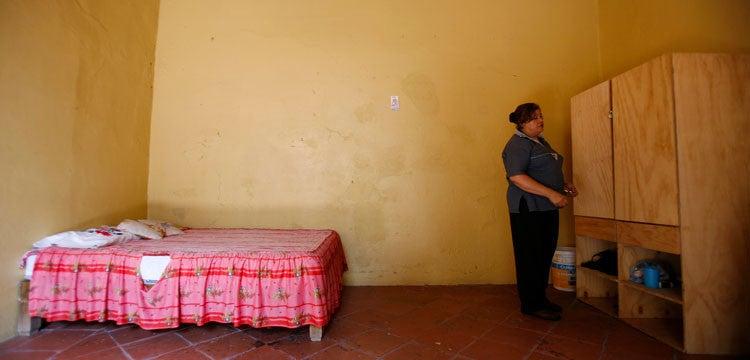 Marta en su cuarto en Casa Xochiquetzal, un albergue para exprostitutas situado en Ciudad de México.