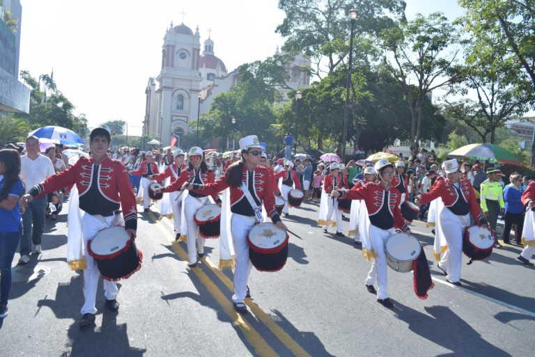 Algarabía: Sampedranos viven a todo vapor los desfiles patrios