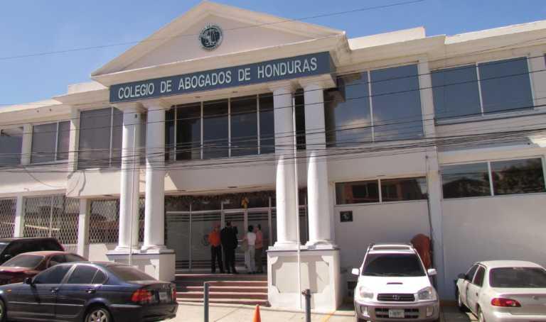 Actos irregulares arriba de L. 490 millones salpican al Colegio de Abogados