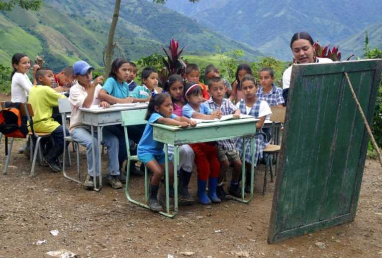 Ir a la escuela ya no sirve de nada, según Banco Mundial