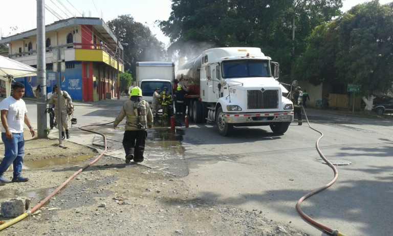 Peligrosa fuga de gas en accidente vial en El Progreso