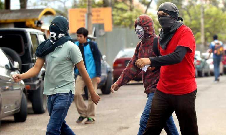 Vídeo: Estudiantes se enfrentan al MEU en interior de la UNAH