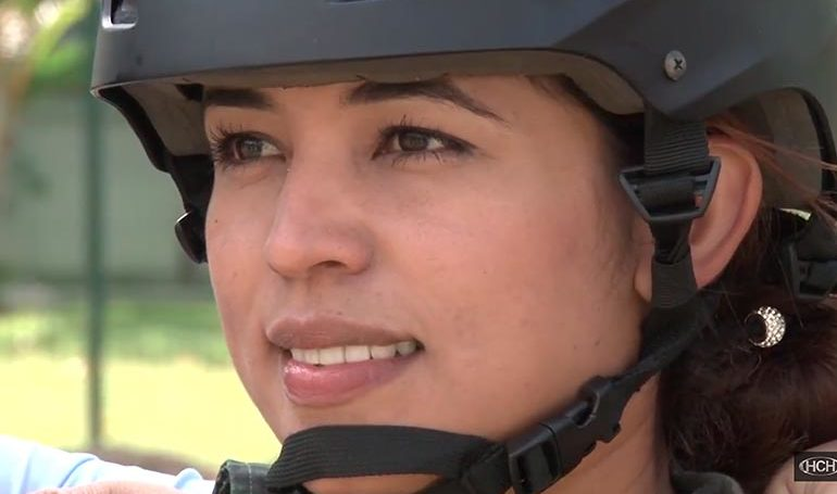 La hermosa subteniente de la Policía Militar del Orden Público tiene 24 años de edad y es originaria de Choluteca.