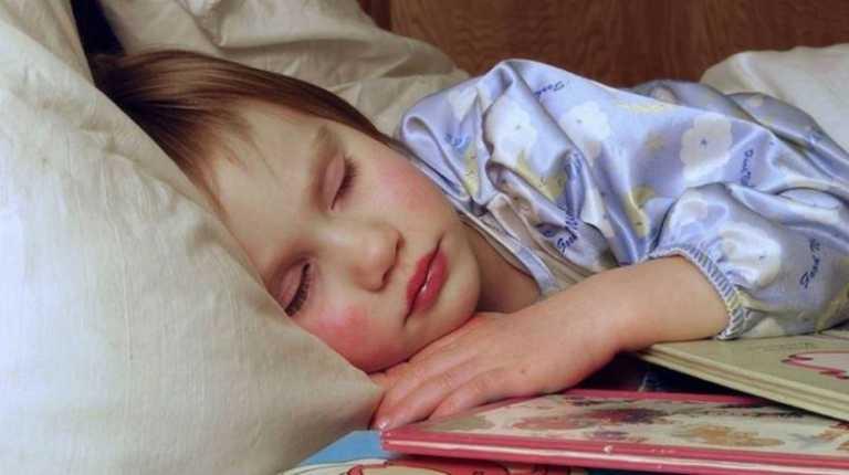 Insomnio de padres afectaría el sueño de los hijos, según estudio