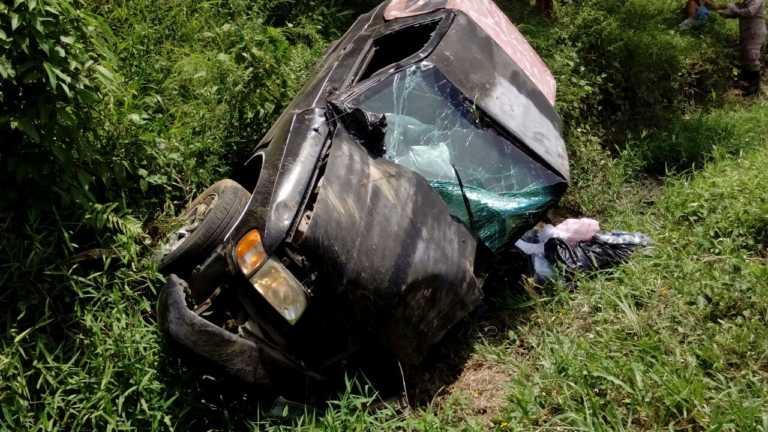 Fémina se salva de morir en accidente vehicular en Tela