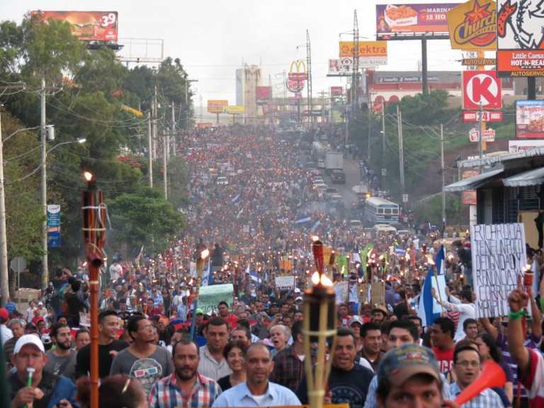 Convocan a una nueva marcha de antorchas en Tegucigalpa