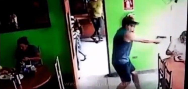 Sicario ingresa a supuesto restaurante de Honduras para matar a cliente