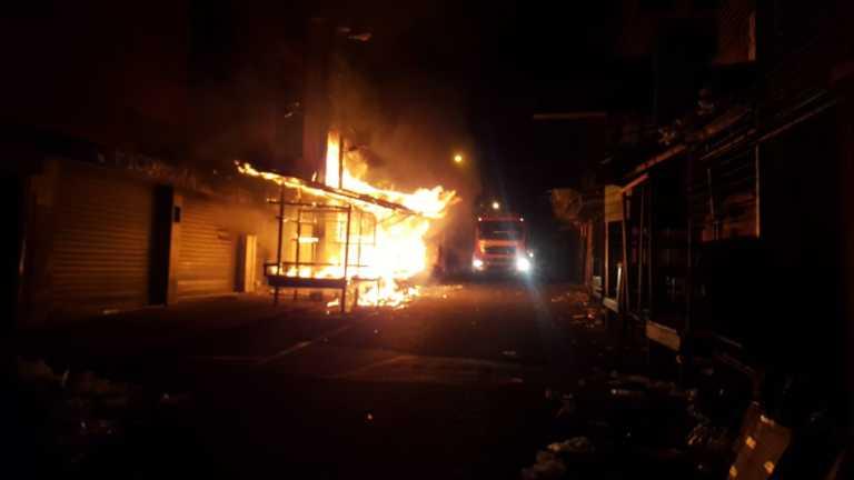 Comayagüela: Voraz incendio reduce a cenizas varios negocios