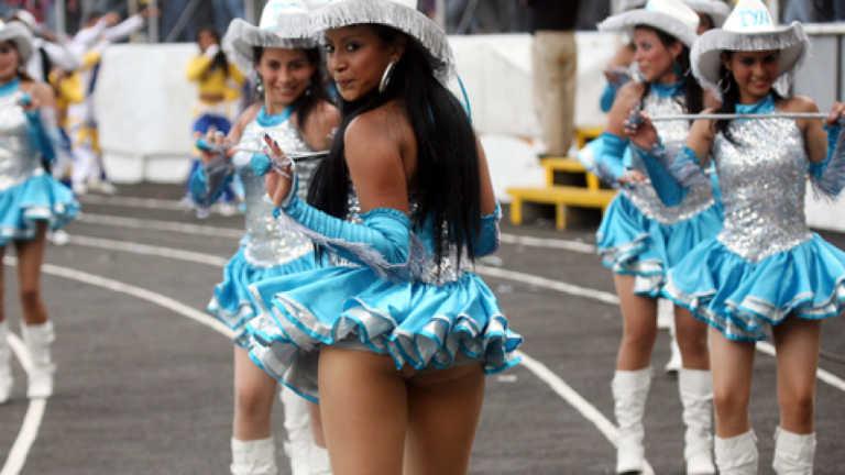 Iglesia lo pidió: Comité Cívico sancionará faldas cortas en palillonas
