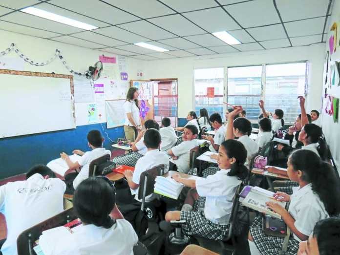 El Instituto de Estadísticas de la UNESCO afirma que un gran porcentaje de latinoamericanos termina la secundaria con serias deficiencias.