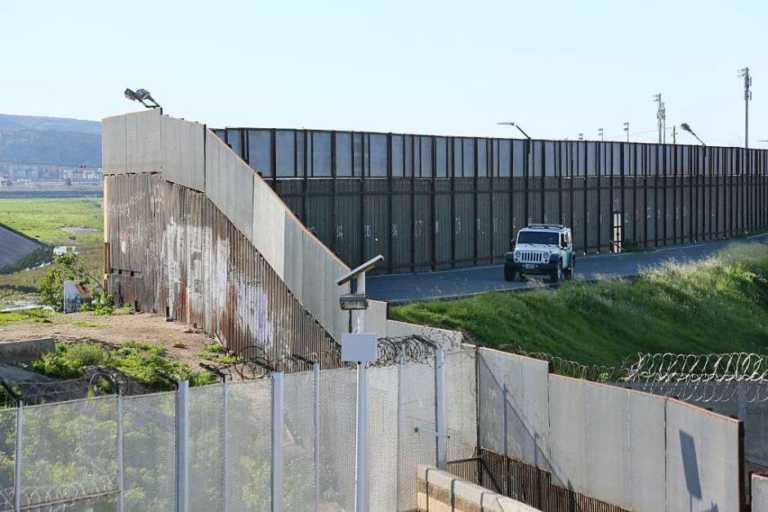 Muro será pagado por México «directa o indirectamente»: Trump
